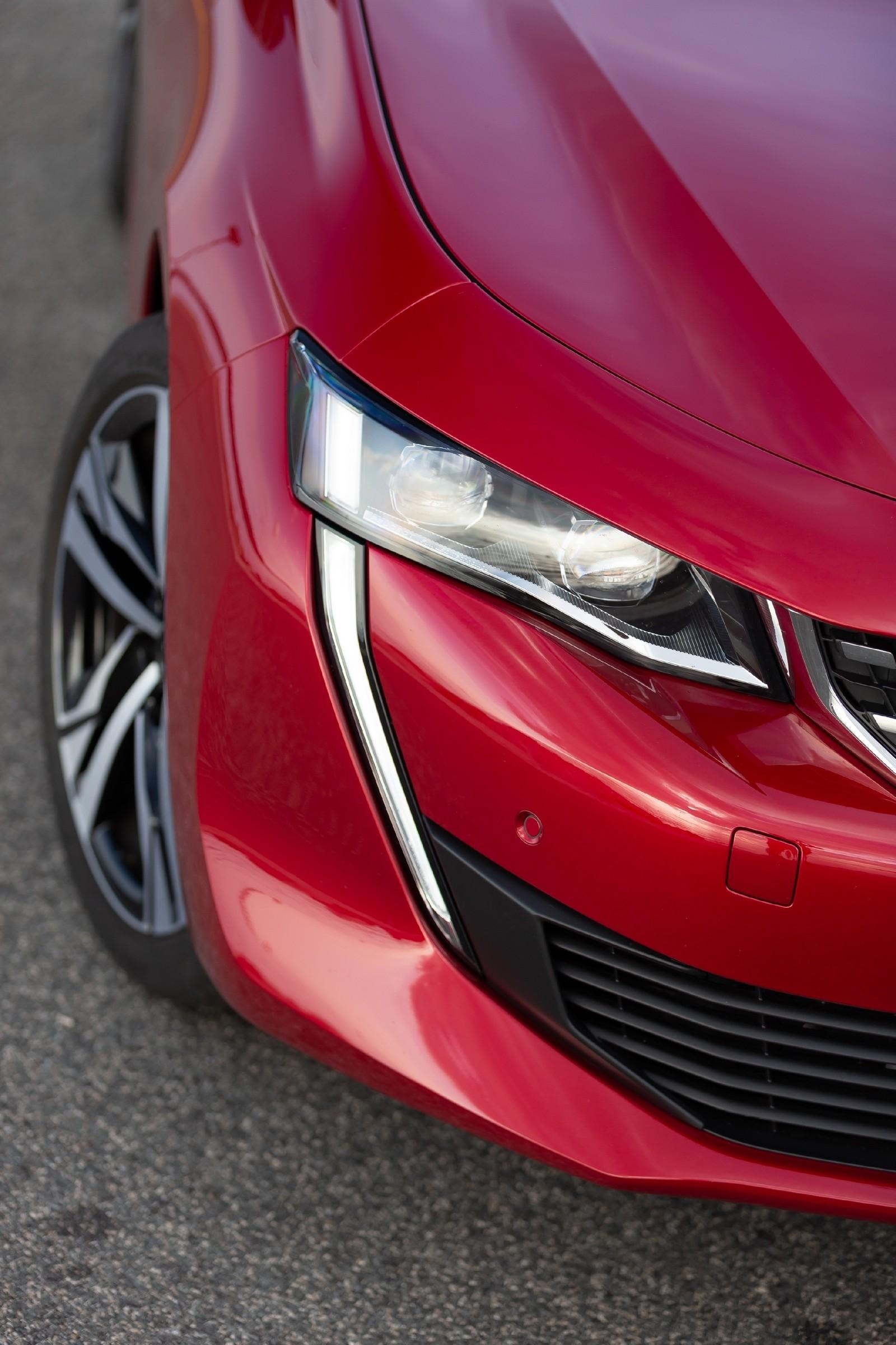Peugeot 508 красный фара (2)