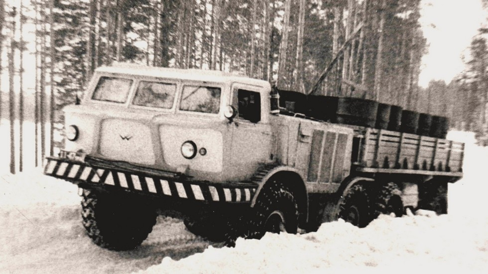 Грузовик ЗИЛ-135ЛМ московской сборки с деревянным кузовом (из архива СКБ ЗИЛ)