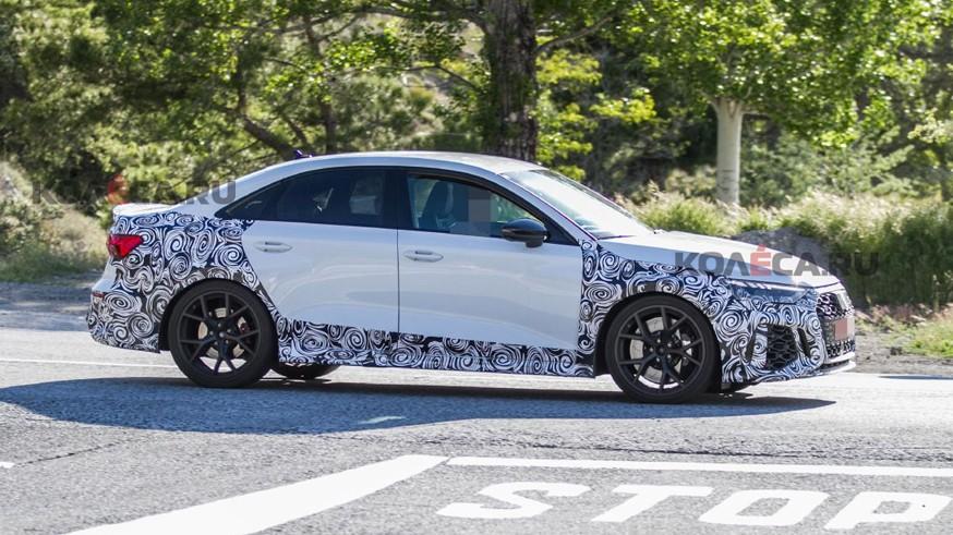 Audi завершает разработку нового поколения RS3: седан проехался на камеру