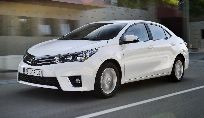 Японский седан Toyota Corolla