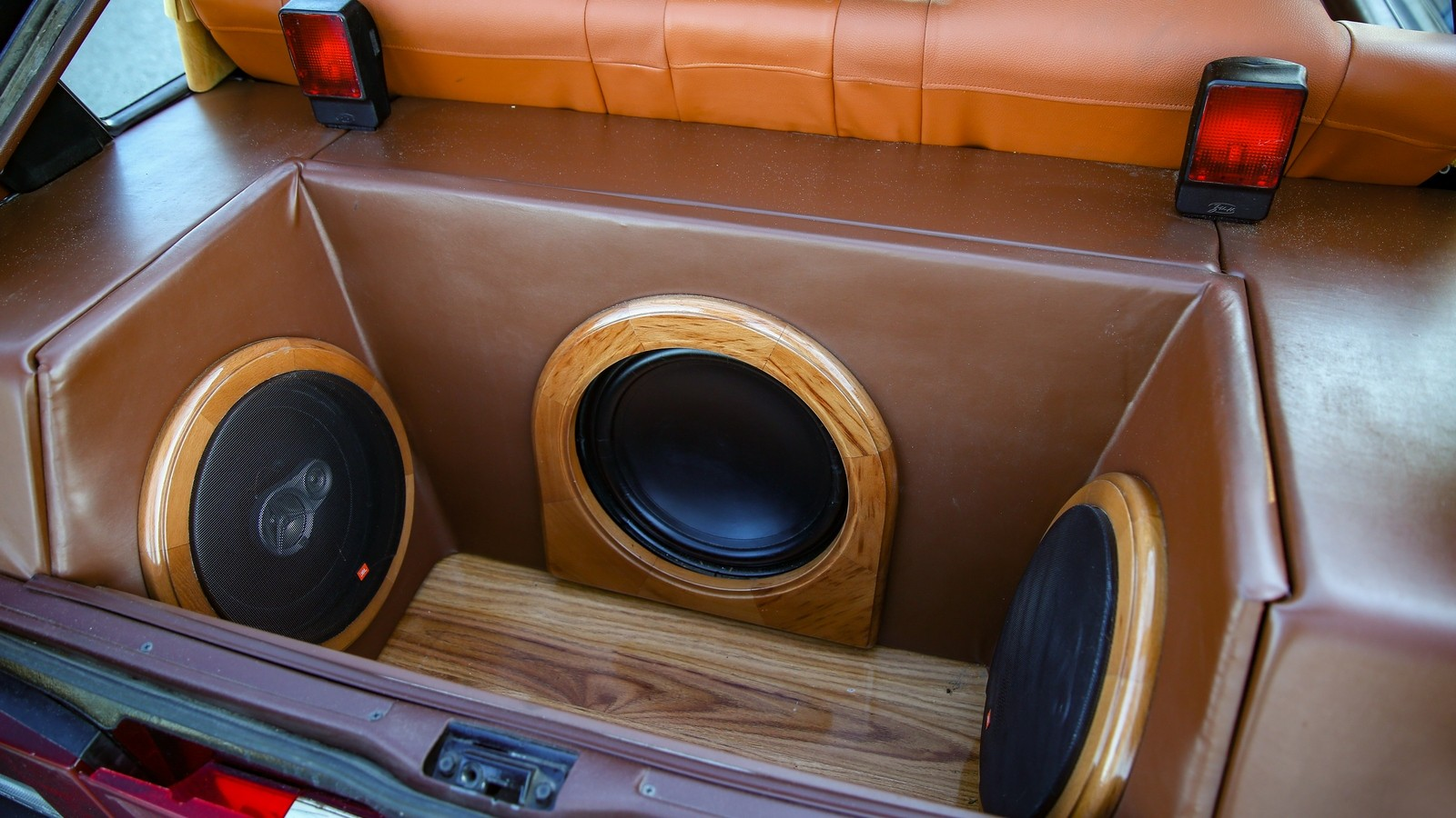 ВАЗ-2109 аудиосистема в багажнике (2)
