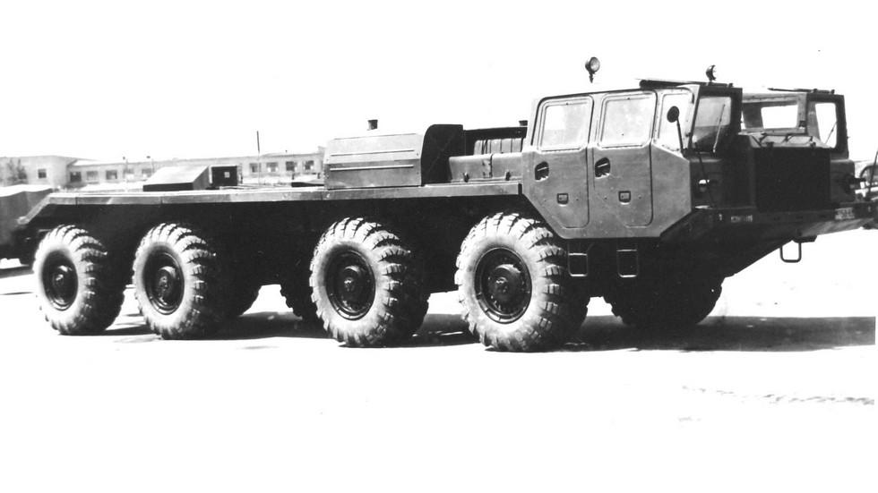 Прототип шасси МАЗ-543 для ракетного комплекса 9К72 (из архива НИИЦ АТ)