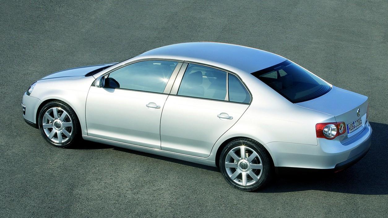 Возраст давит, но шансы есть: гид по покупке Volkswagen Jetta V