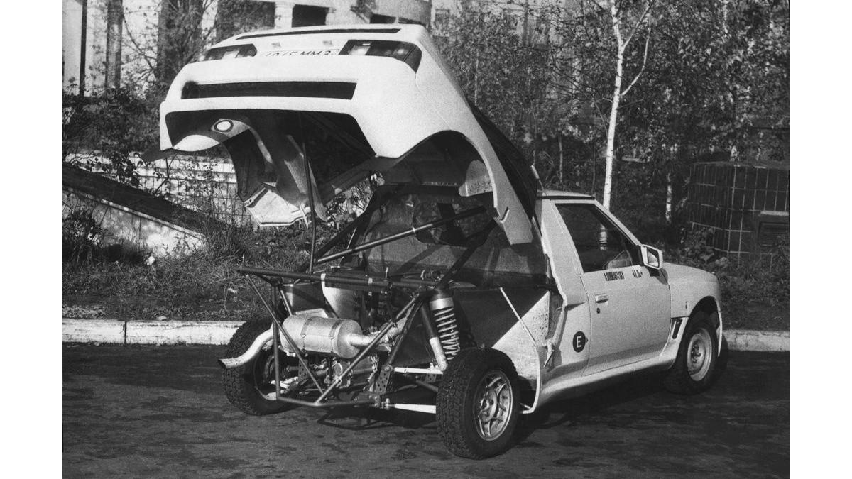 На экспериментальном спортивном Алеко-141КР двигатель «переехал» в заднюю часть кузова