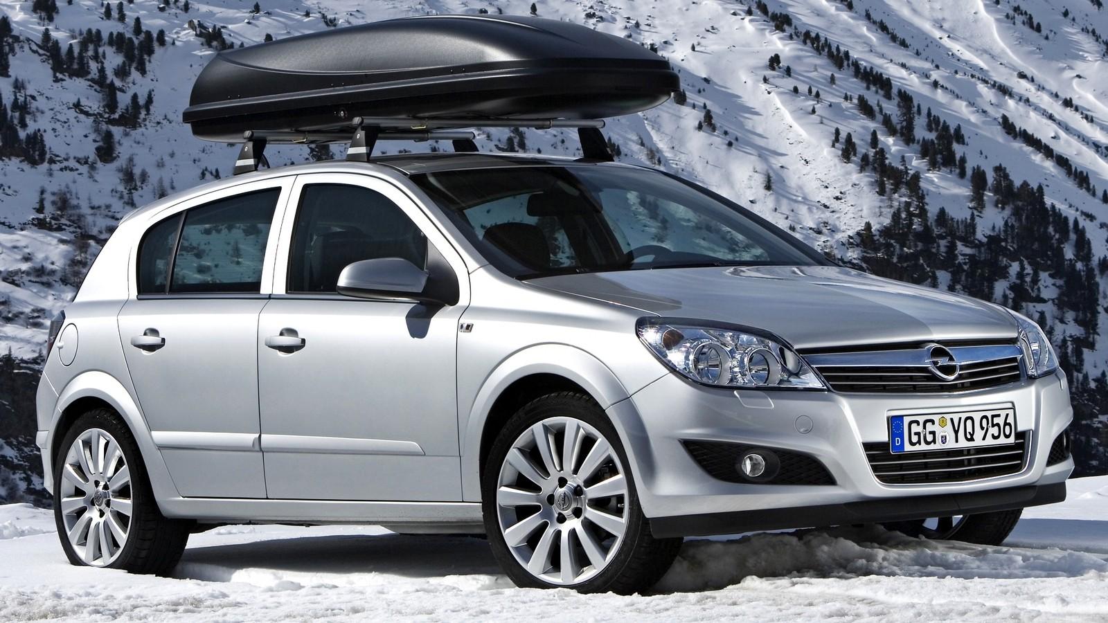 На фото: Opel Astra Hatchback (H) '2007–14