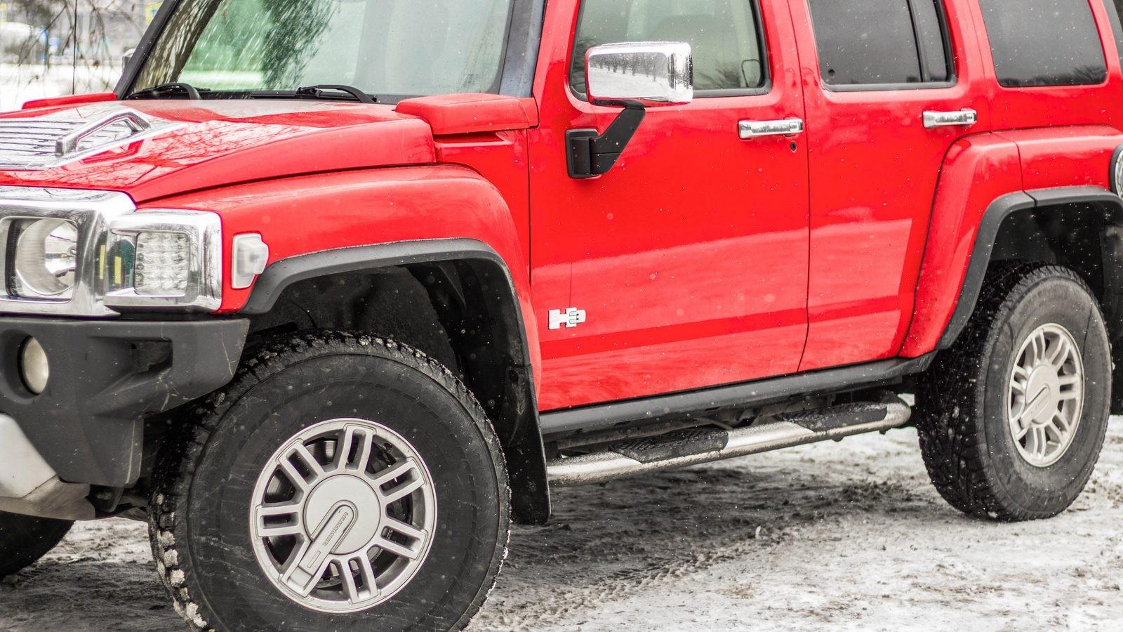 Hummer H3 красный вид сбоку