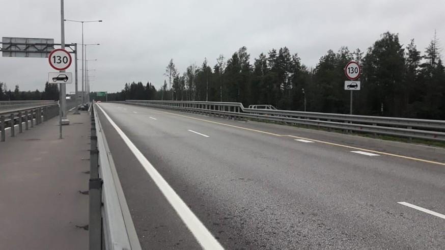 На участках платной трассы М-11 изменился скоростной режим: теперь можно разогнаться до 130 км/ч