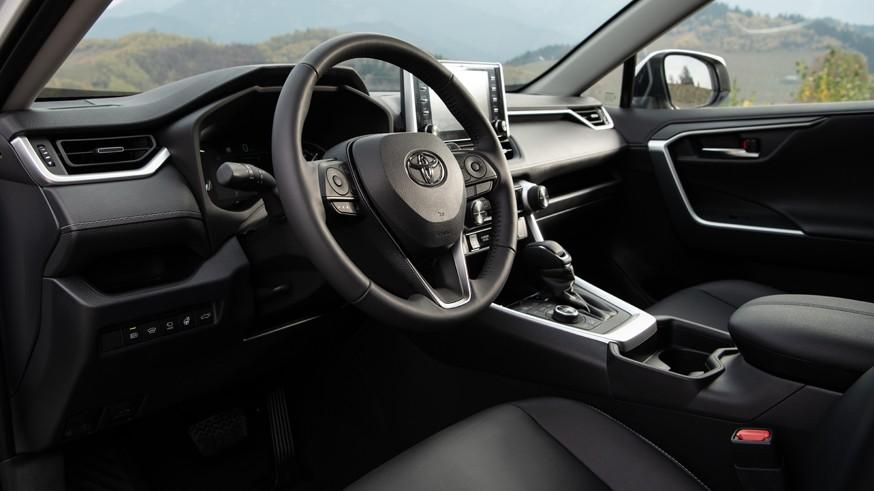 Дилеры Toyota в РФ предлагают кроссовер RAV4 на выгодных условиях