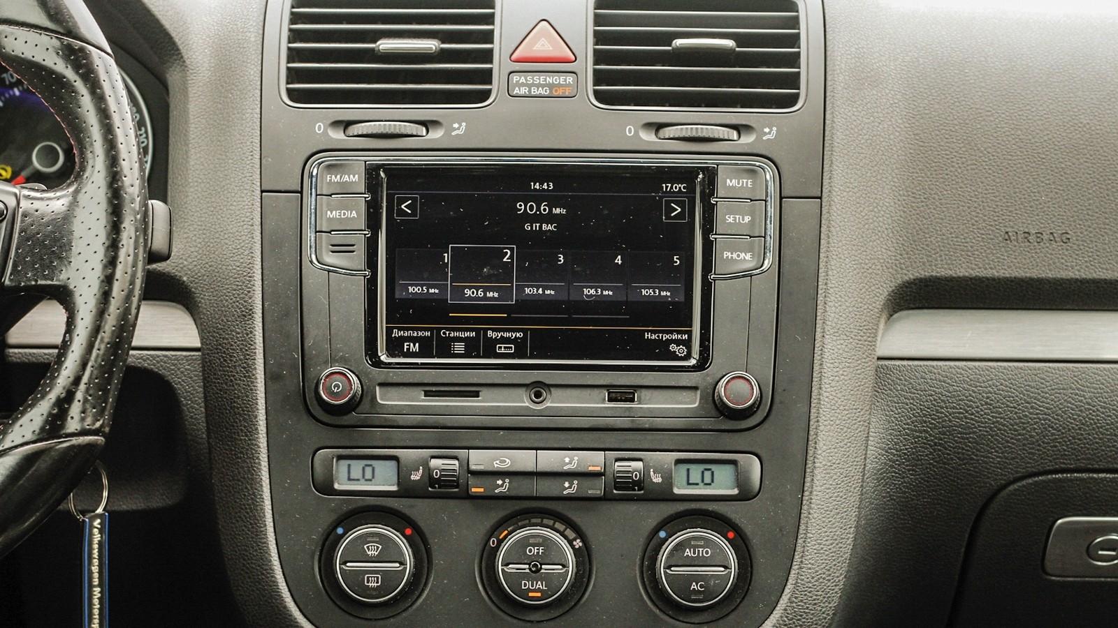 Volkswagen Golf GTI дисплей