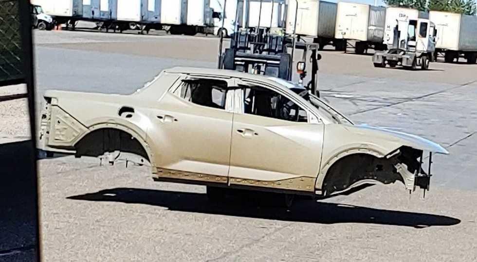 Пикап Hyundai снова показался на фото: пусть только кузов, зато без камуфляжа
