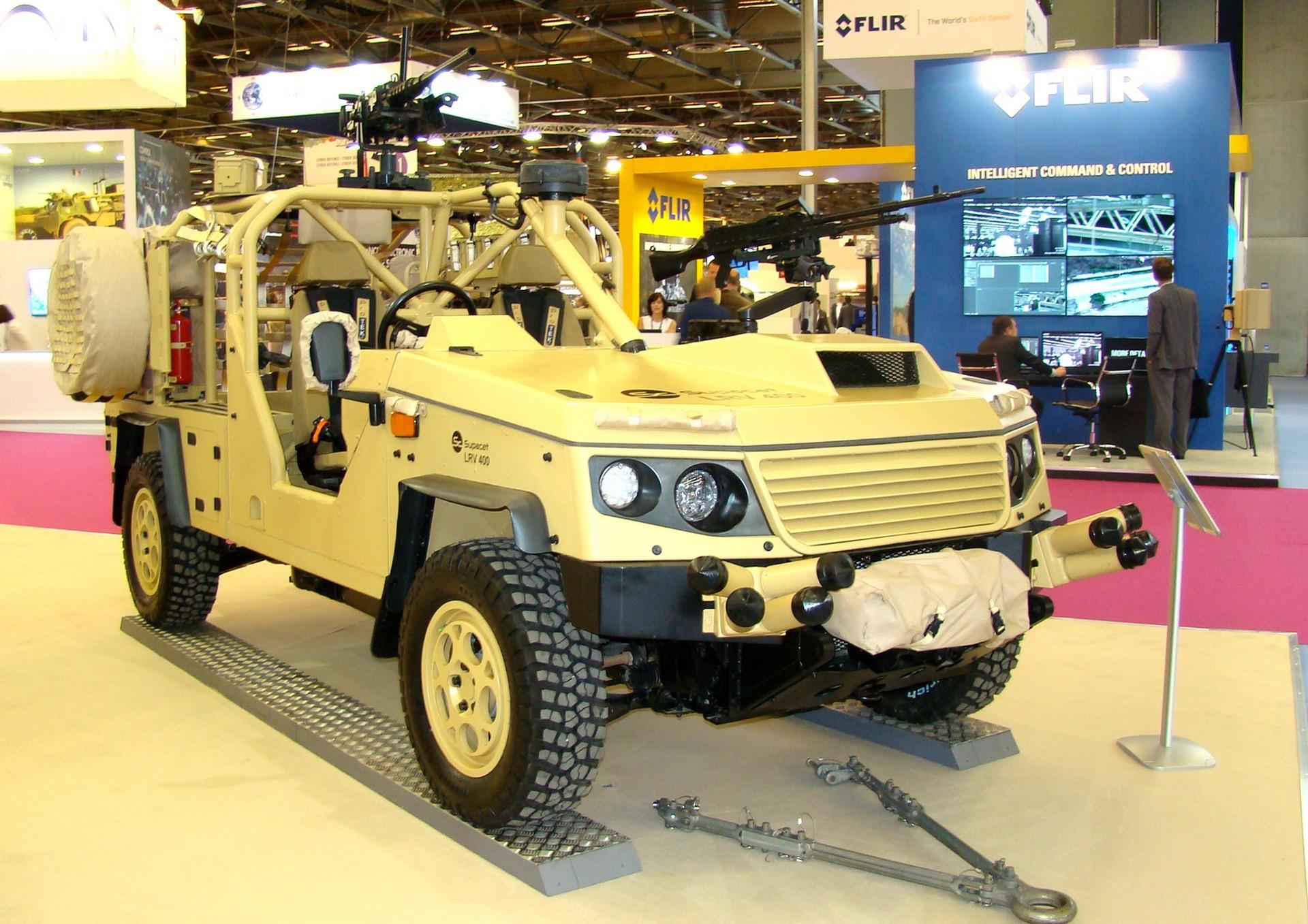 Открытый боевой автомобиль Supacat LRV-400 Mk-2 с двумя пулеметами
