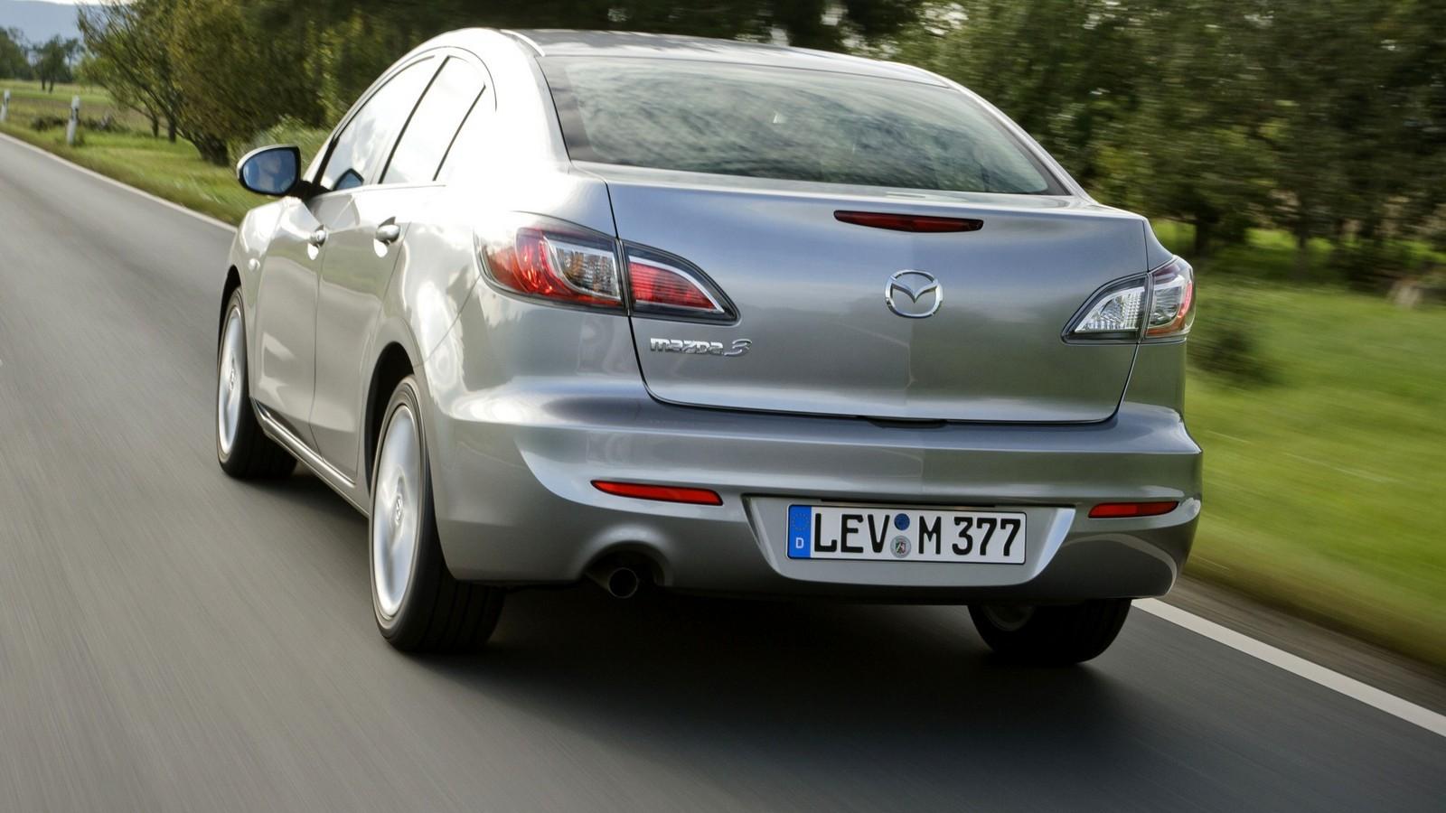 На фото: Mazda3 Sedan '2011–13