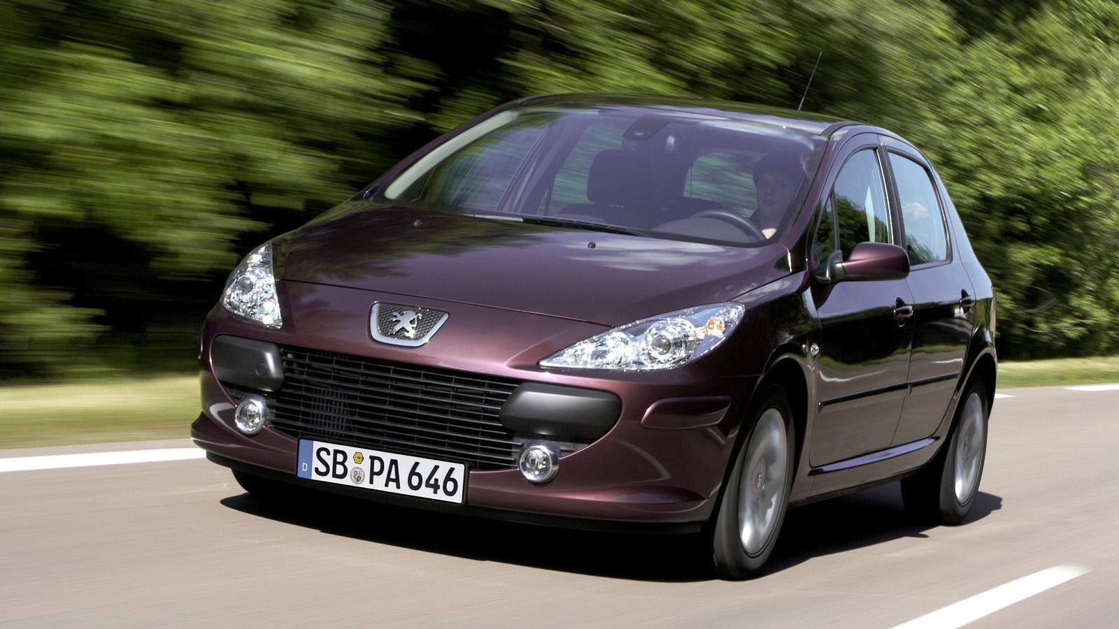 На фото: рестайлинг Peugeot 307 5-door '2005–08