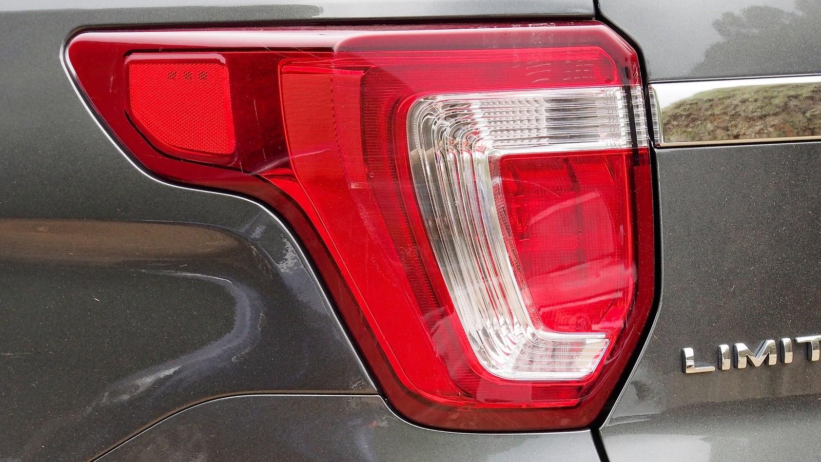 Ford Explorer фонарь