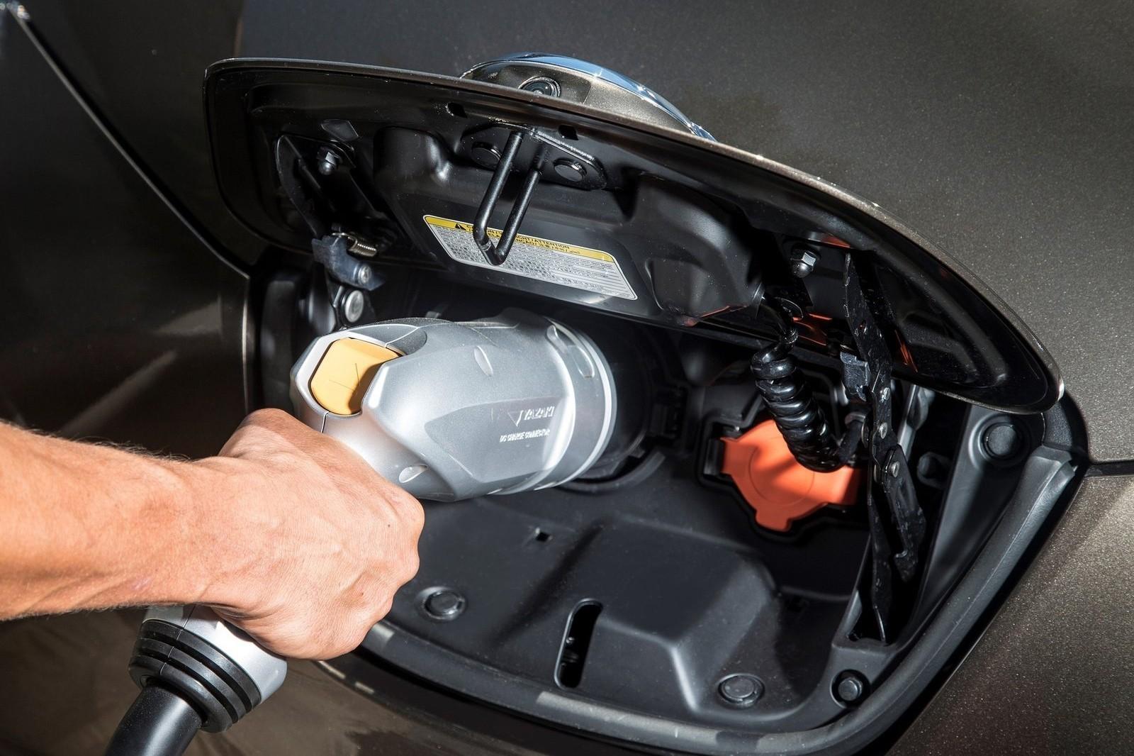 Nissan-Leaf_30_kWh-2016-1600-1f