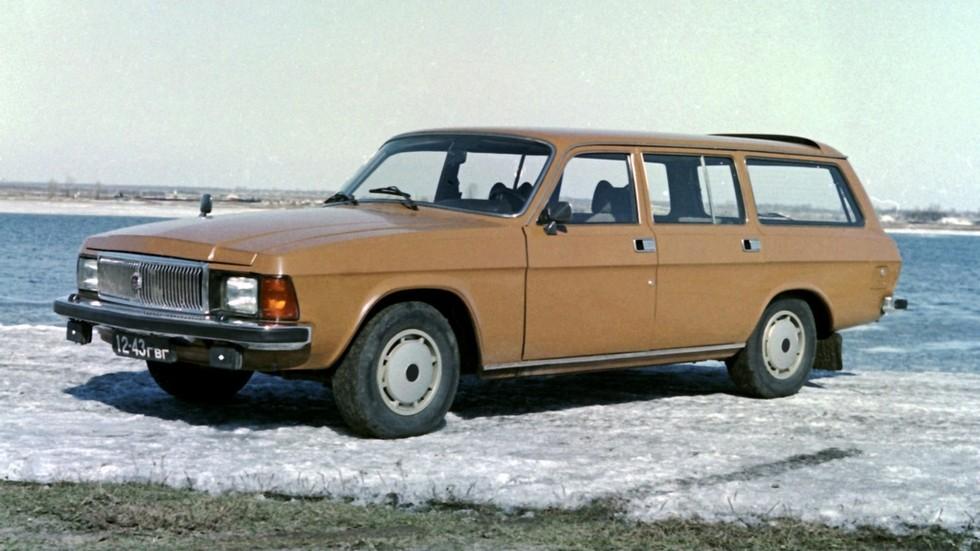 Изначально планировали освоить и универсал на базе 3102, но впоследствии выпускали только седан