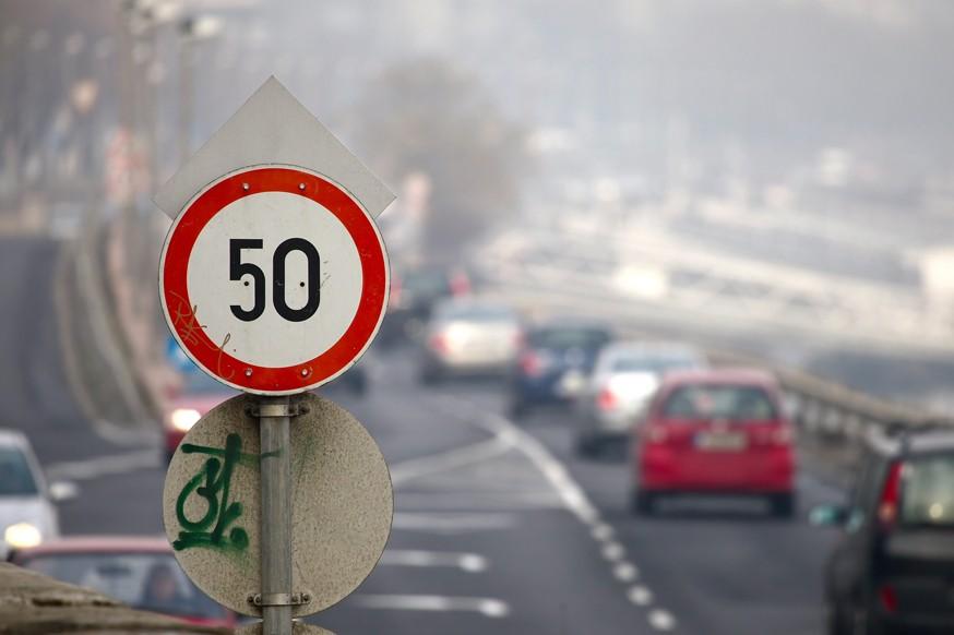 Внешний вид городов проиграл безопасности: уменьшенных дорожных знаков не будет