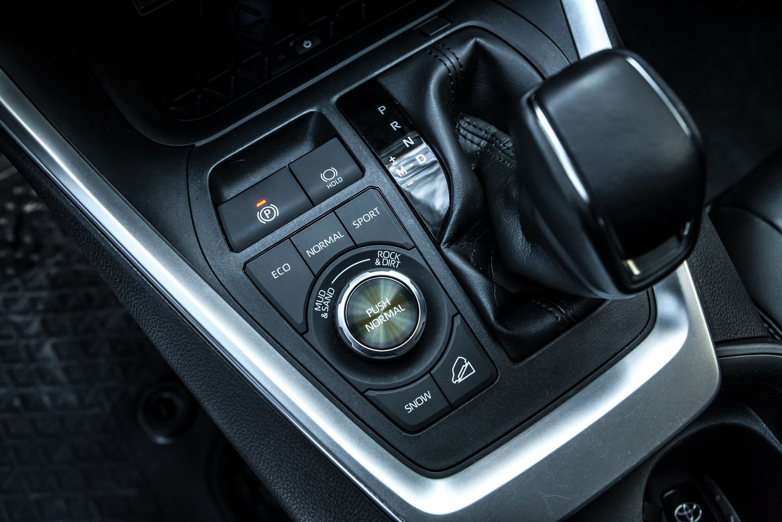 Грязные брюки, инфернальные звуки: сравнительный тест Toyota RAV4 и Kia Sportage