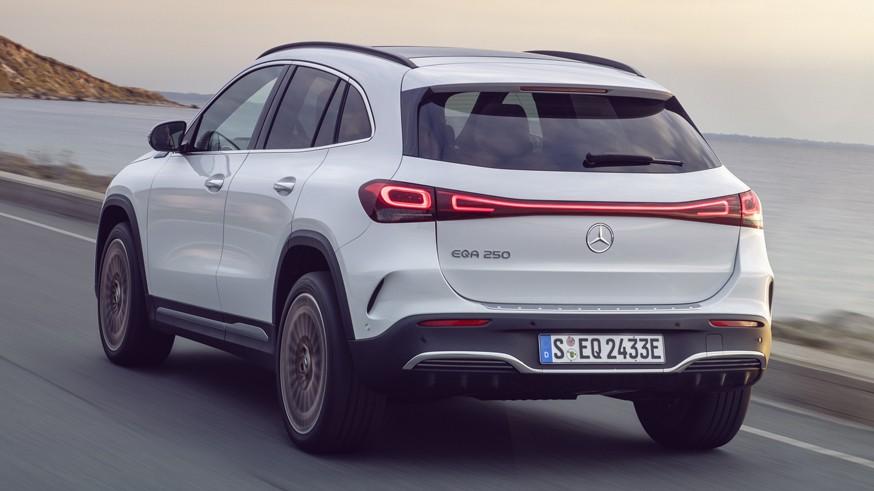 «Заряженный» электрокроссовер Mercedes-AMG EQA: первое изображение