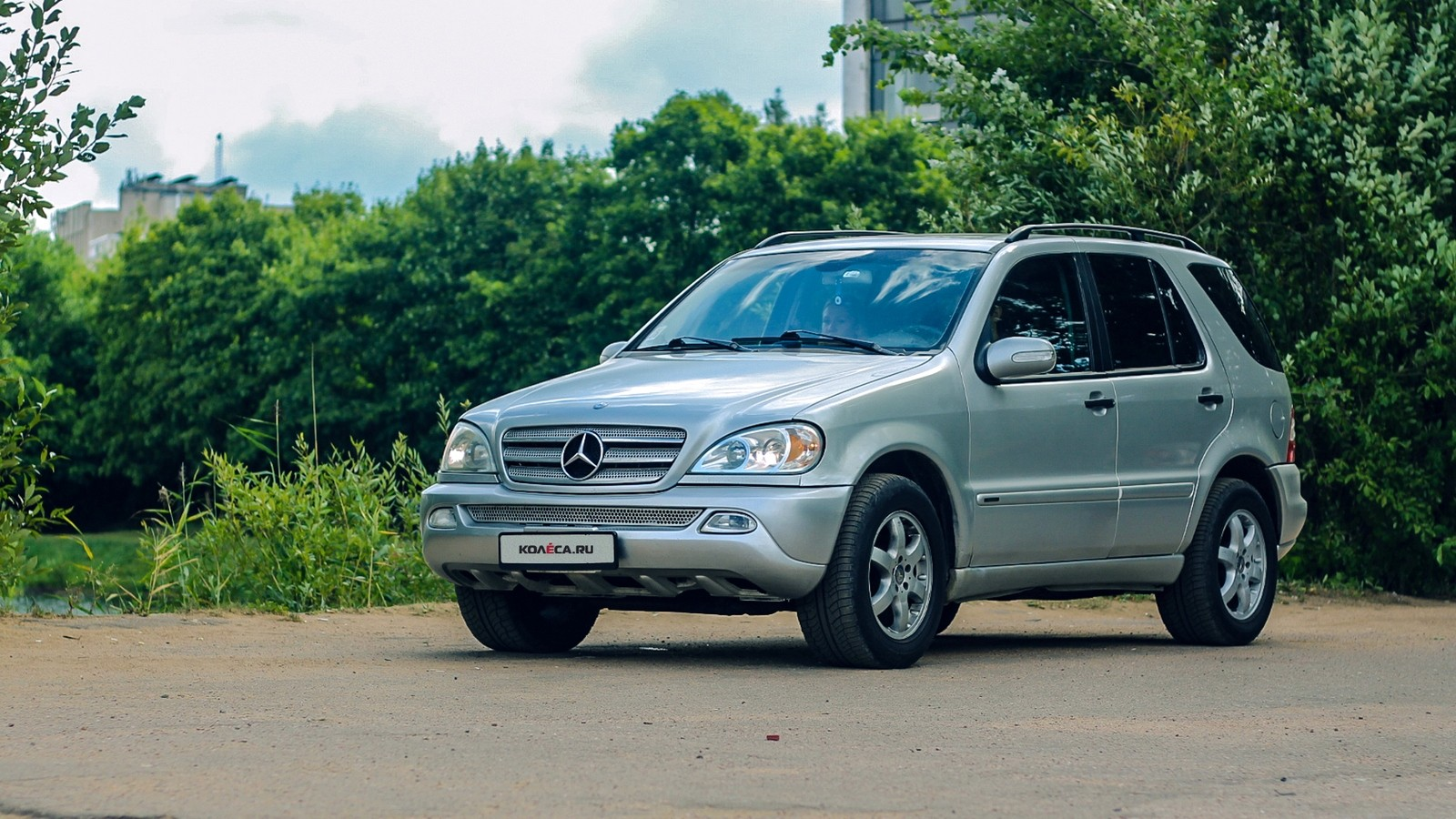 Mercedes-Benz ML W163 три четверти (4)
