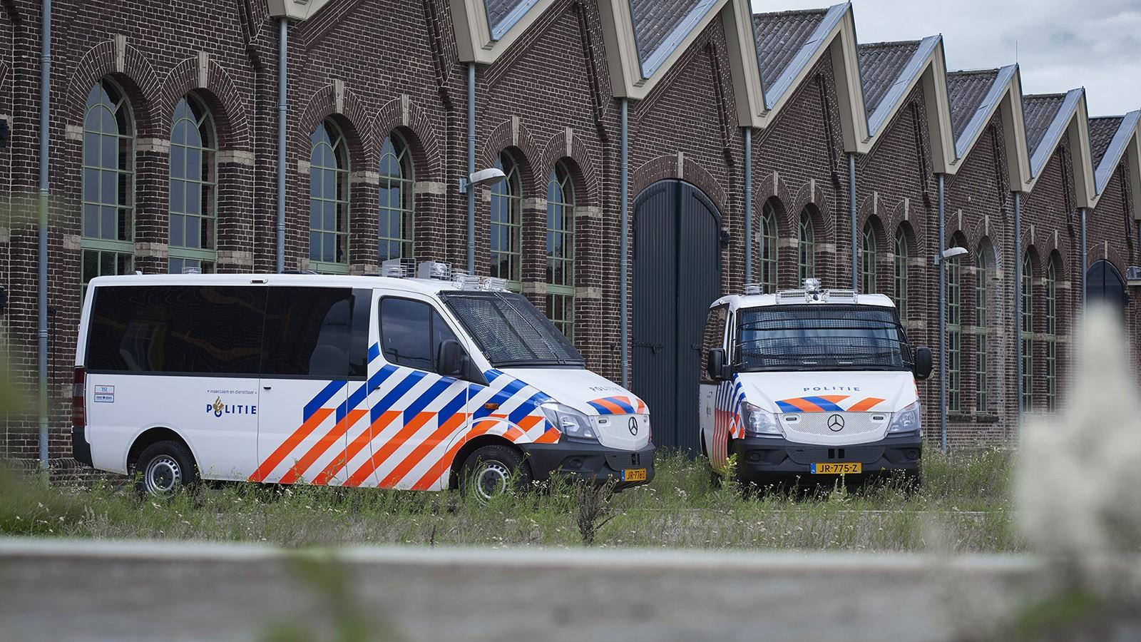 На фото: спецверсии Mercedes-Benz Sprinter для голландской полиции