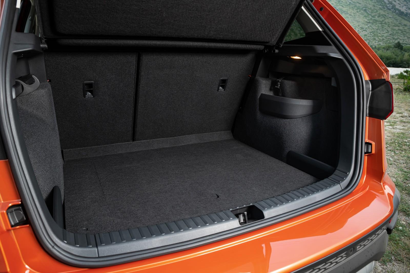 Тест Volkswagen Taos: стоит ли переплачивать за клона Шкоды Karoq?