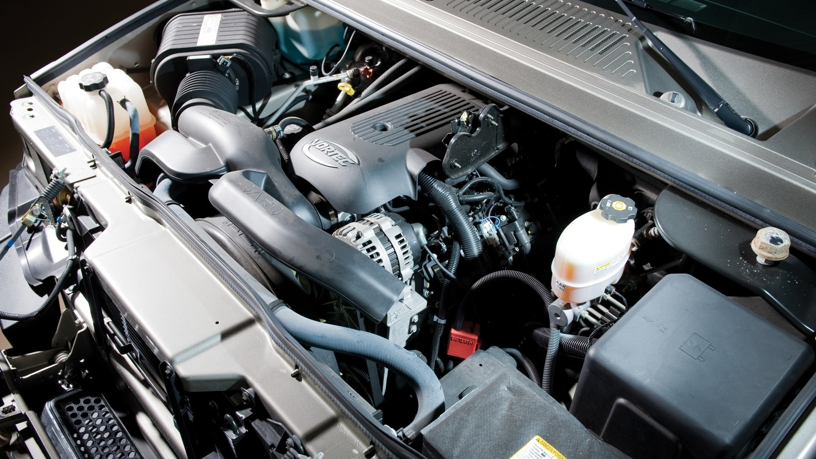 Под капотом 2003–07 Hummer H2 '2002–07
