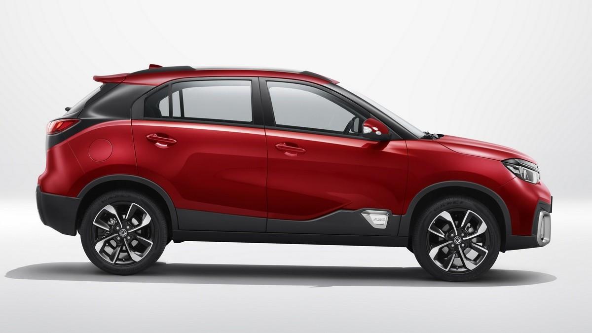 Dongfeng AX4 появится у российских дилеров в январе 2020 года по цене до 1 миллиона рублей за версию с 1,6-литровым мотором в 117 л.с. и 5МКП