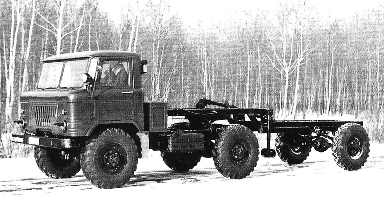 Опытный специальный тягач ГАЗ-66К с активным полуприцепом-шасси (из архива И. Падерина)