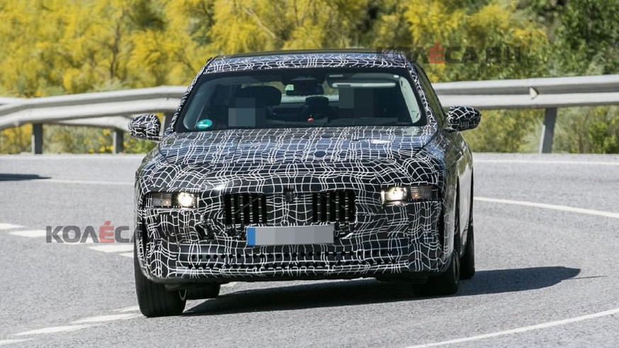 BMW готовит 7 Series нового поколения: седан проехался на камеру