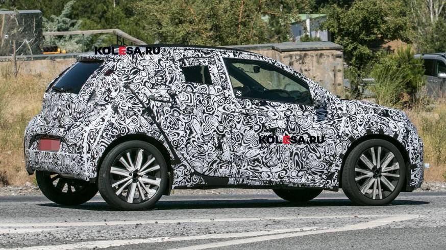 Toyota готовит Aygo нового поколения: ситикар попался на дорожных тестах