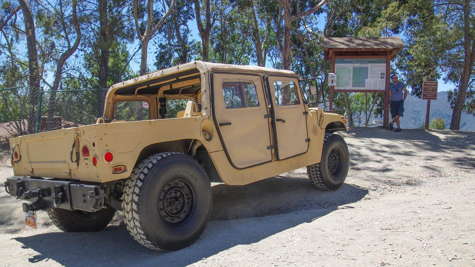 Hummer AM General HMMWV M998 сзади (5)