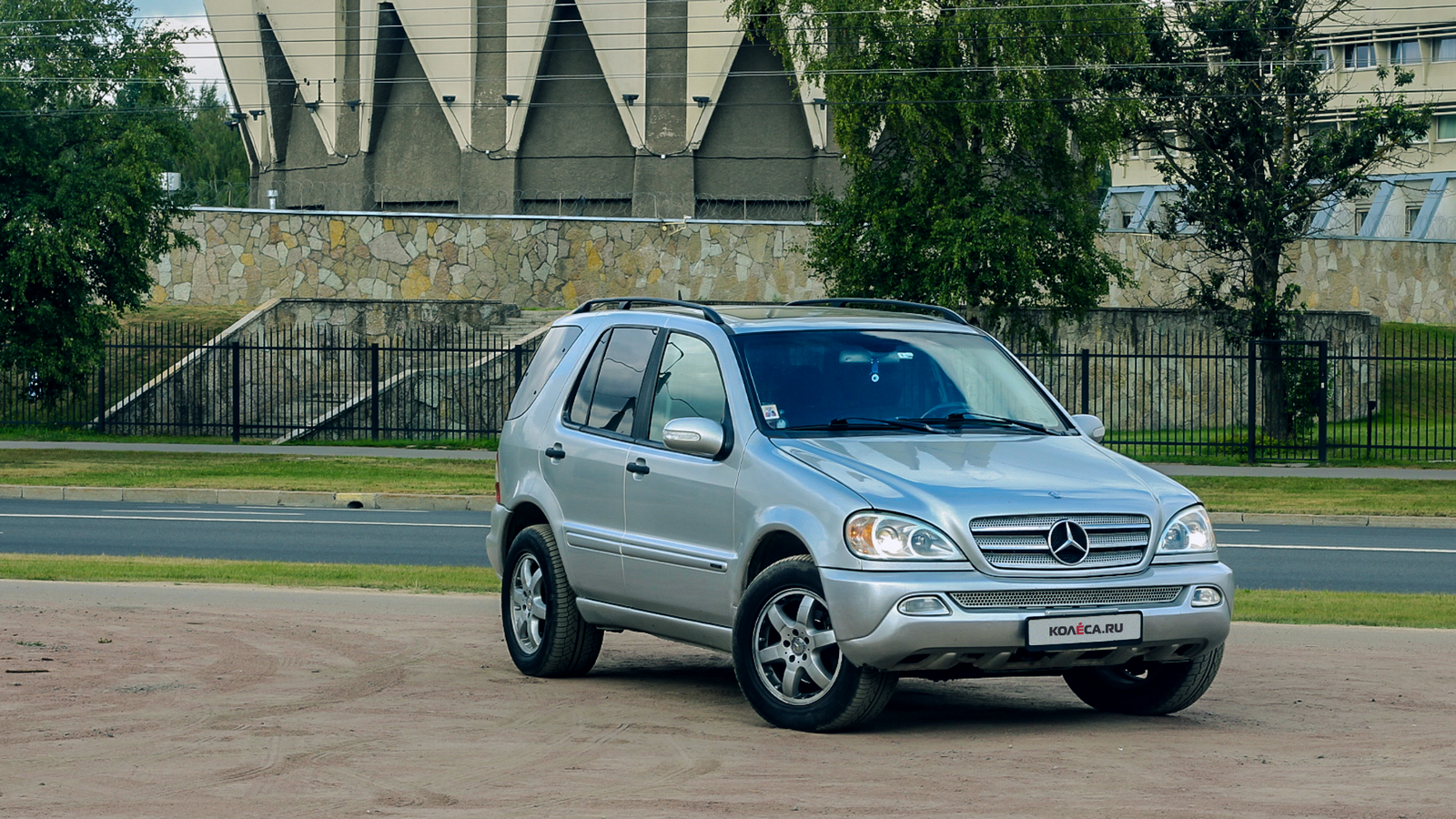 Mercedes-Benz ML W163 три четверти