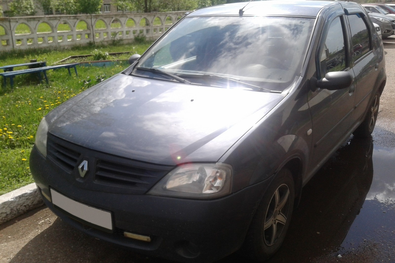 Renault Logan три четверти (1)