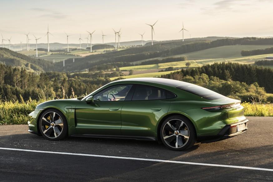 Porsche готовится к выпуску новых «зелёных» моделей: компания наладит производство батарей