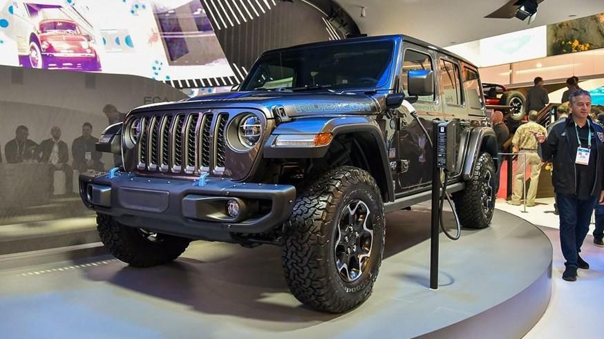 Нашумевшая премьера Bronco не даёт покоя: Jeep опубликовал видеотизер с гибридным Wrangler