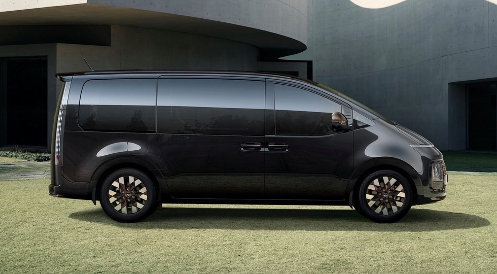 Минивэн Hyundai Staria: бензин или дизель, есть полный привод. Доберётся до России