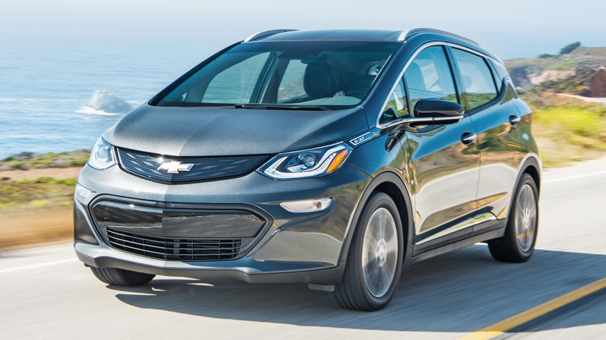 Chevrolet засветил головную оптику нового кроссовера: у модели будут динамические поворотники