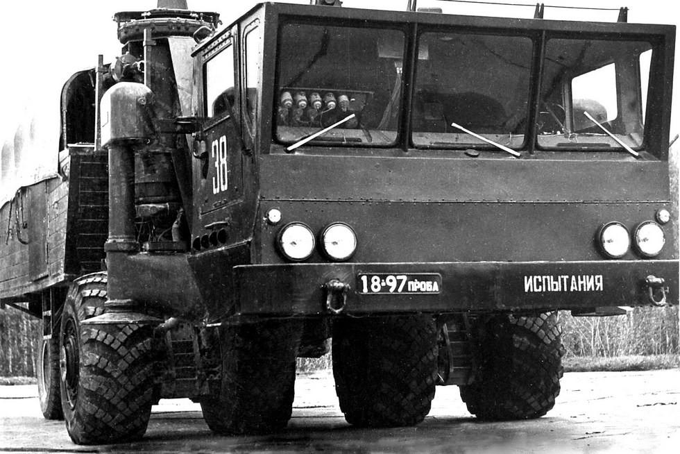 Ходовой макетный модуль ЗИЛ-135МШ с вынесенной вперед кабиной