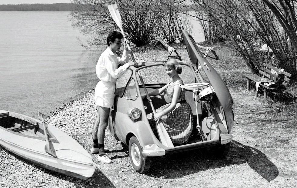 На фото: BMW Isetta. Германия, 1955