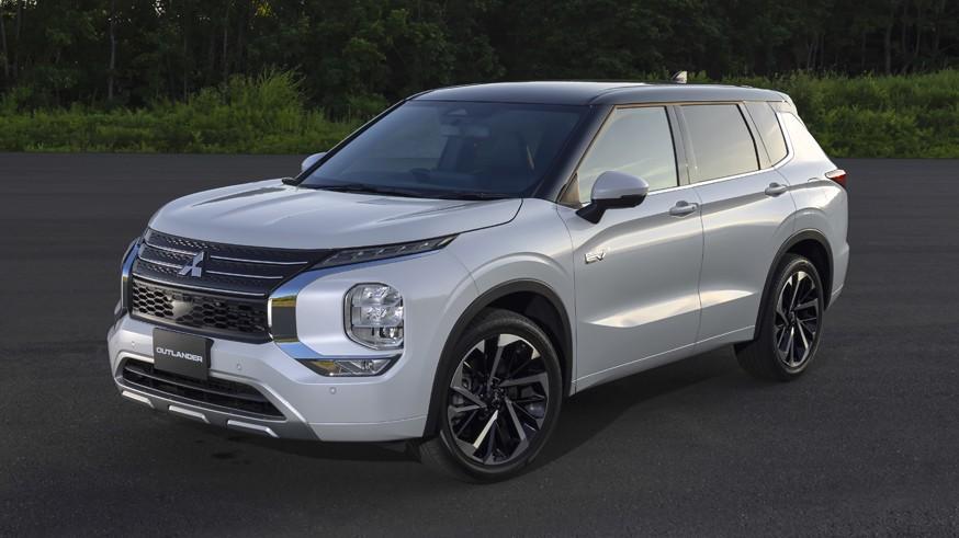 Новый гибридный кроссовер: в Mitsubishi рассекретили внешность Outlander PHEV