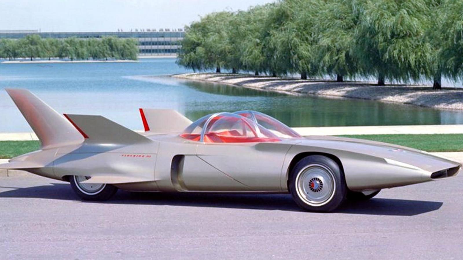 Chrysler Corporation: 27 лет во славу газовых турбинВ 1954 году эта корпорация сделала ставку на массовый выпуск перспективных легковых машин с газотурбинными силовыми установками. Для этого было создано специальное подразделение Chrysler Turbine Car, где под руководством главного конструктора Джорджа Хюбнера создавалось обширное семейство легковушек массового пользования с ГТД собственной конструкции, которые внешне особо не отличались от серийных моделей Dodge и Plymouth.Листалка из 3 фото с разными подписямиГазотурбинная 100-сильная машина Plymouth Belvedere после завершения пробега «от океана до океана». 1956 годДемонстрация автомобиля Plymouth Fury с двигателем CR-2. Слева — изобретатель Джордж Хюбнер. 1959 годГазотурбинное купе Dodge Dart-330 Turbo с 140-сильным ГТД CR-2A после пробега вокруг Америки. 1962 годВ начале 60-х исключением из правил стал эффектный шоу-кар Chrysler TurboFlite с экстравагантным кузовом работы итальянской дизайнерской фирмы Ghia и собственным 140-сильным агрегатом CR-2A. Автомобиль выделялся узким клиновидным передком, задними крыльями со связывавшим их антикрылом и широкими боковыми дверями, при открывании которых приподнималась и откидывалась назад солидная конструкция, состоявшая из крыши, лобового и боковых окон.Одна из самых красивых газотурбинных «легковушек» — опытная модель Chrysler TurboFlite. 1961 годПочти полностью разбиравшаяся для прохода в салон экспериментальная машина TurboFlite с кузовом GhiaВ 1960-е самым удачным и наиболее перспективным газотурбинным легковым автомобилем считался двухдверный седан Chrysler Turbine, построенный достаточно крупной партией из 50 машин. Интересно, что для оценки будущего спроса их бесплатно раздавали избранным клиентам и рядовым американским автомобилистам, каждый из которых мог бесплатно пользоваться такой машиной в течение трех месяцев и затем высказать свое мнение. Одновременно их демонстрировали во многих штатах Америки и за рубежом.Сборка легковых автомобилей Chrysler Turbine на но