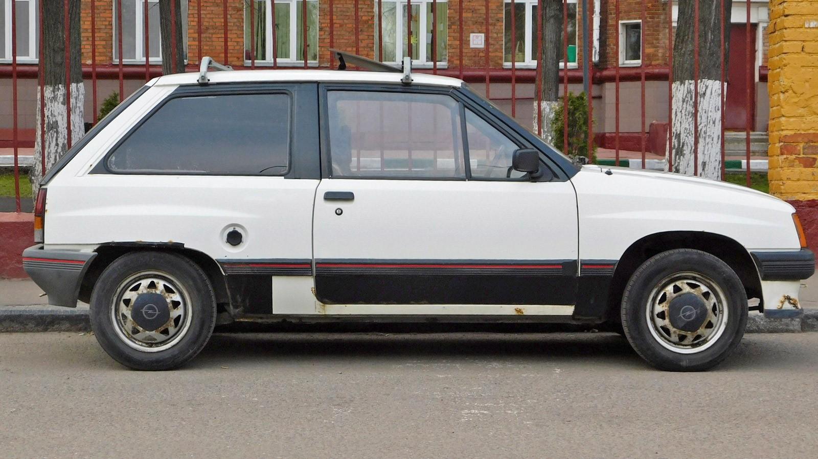 Opel Corsa A сбоку