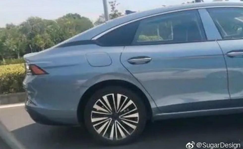 Volkswagen Lamando в новом поколении оправдает звание «четырехдверного купе»: первые фото