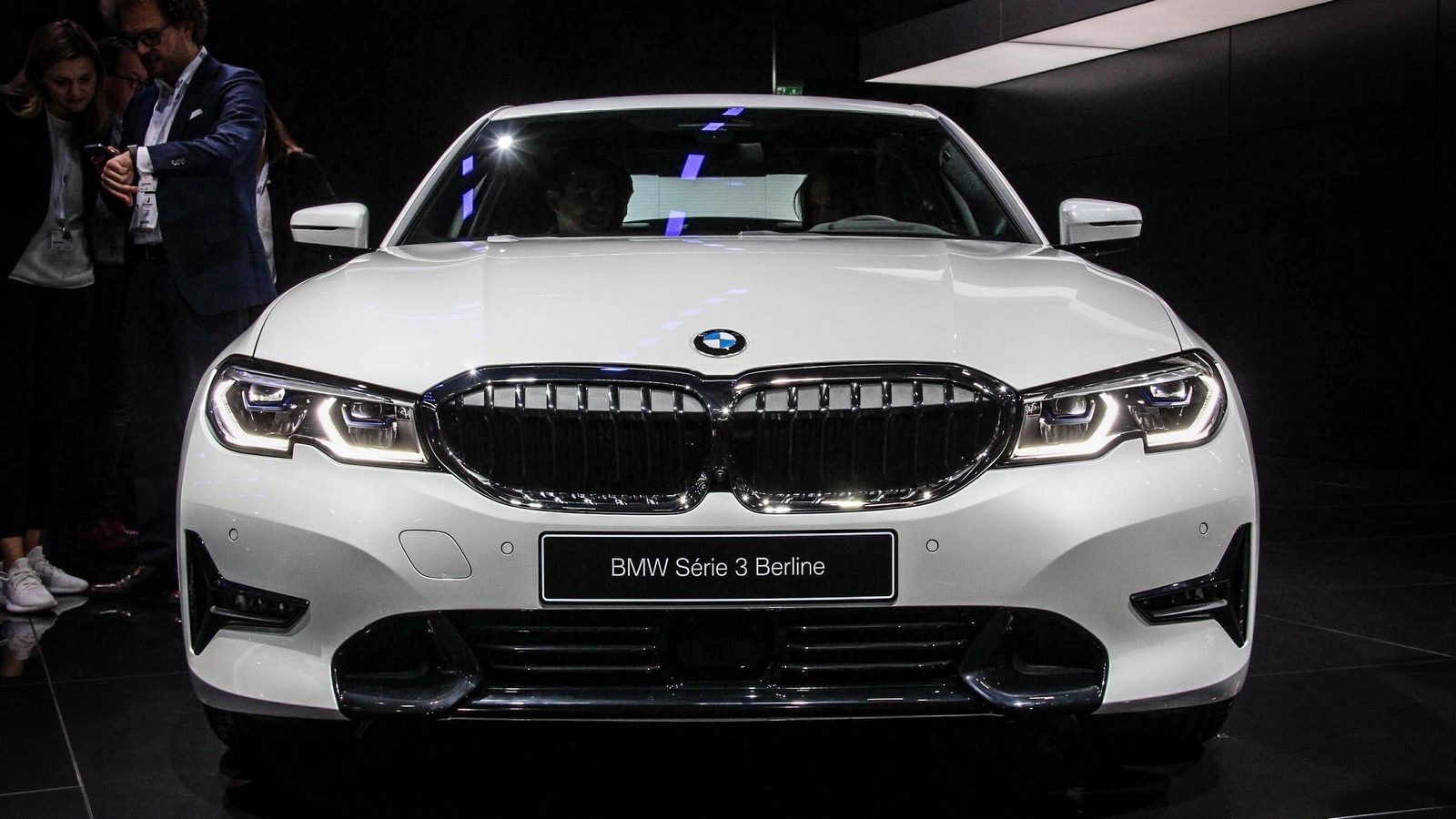 BMW 3 серии белая спереди (2)