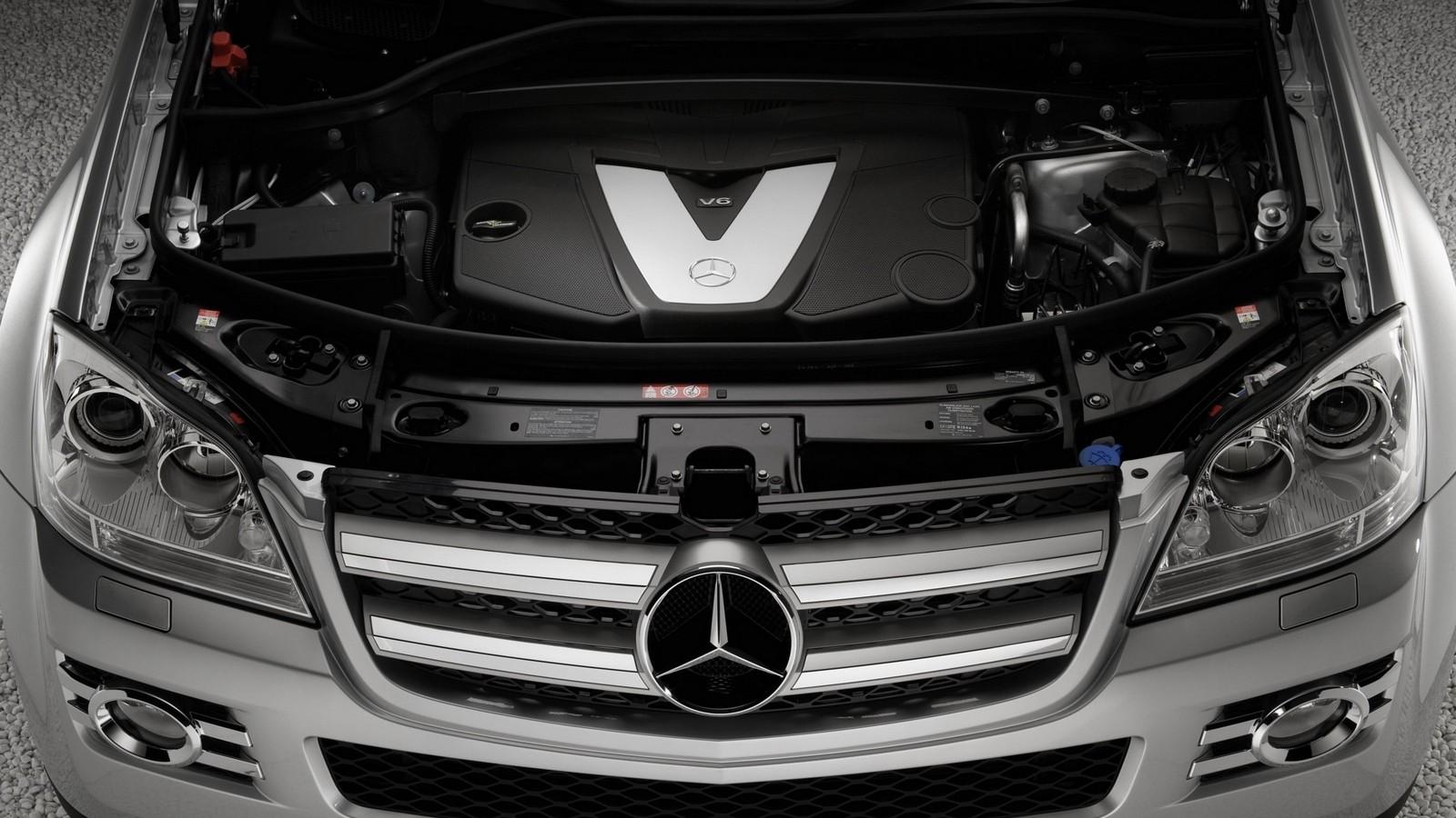 На фото: Под капотом Mercedes-Benz GL 320 CDI (X164) '2006–09