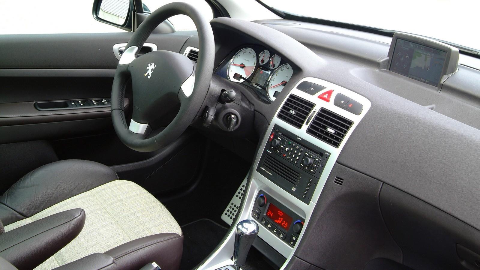На фото: интерьер Peugeot 307 SW '2006