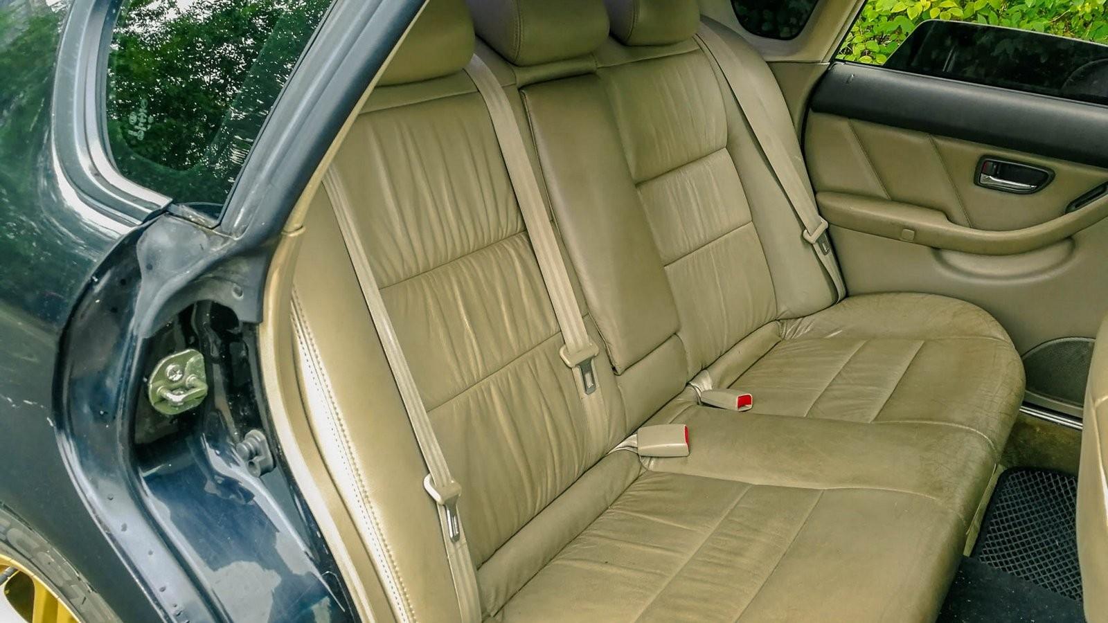 Subaru Legacy задние сидения
