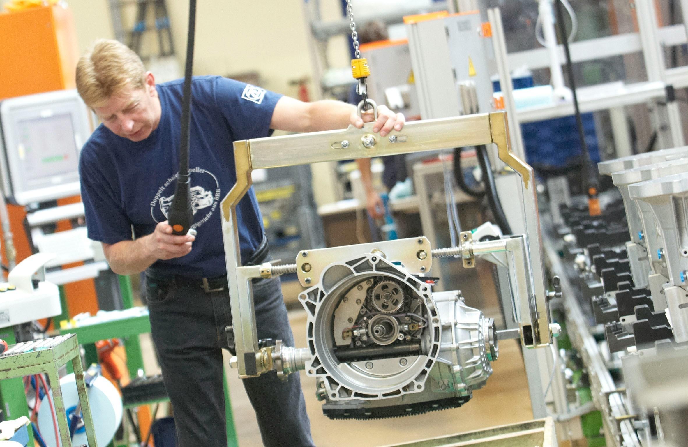 На фото: производство на заводе в Бранденбурге