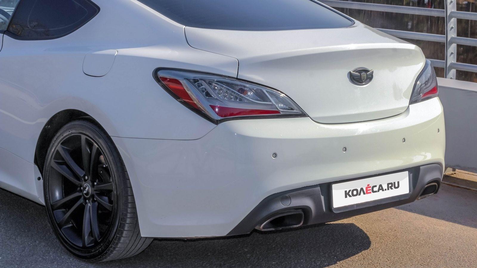 Hyundai Genesis Coupe белый багажник